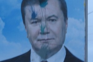 Милиция допрашивает журналистов из-за бигбордов Януковича