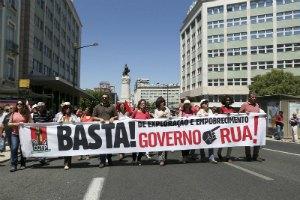 Тисячі португальців протестували проти політики влади
