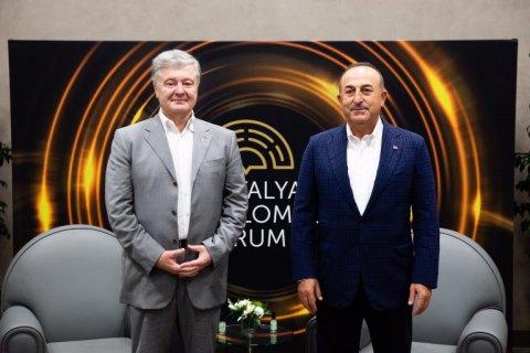 Порошенко зустрівся з міністром закордонних справ Туреччини