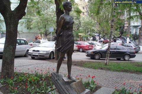 В Киеве убрали памятник Зое Космодемьянской