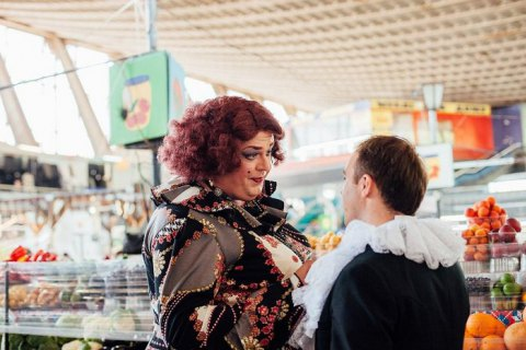 Артисты киевского оперного театра спели на Житнем рынке фрагмент из оперы Доницетти