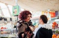 Артисти Київського оперного театру заспівали на Житньому ринку фрагмент з опери Доніцетті