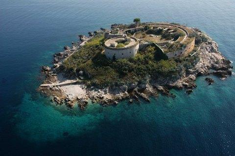 У Чорногорії колишній концтабір перетворять на курорт