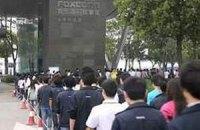 Китайские рабочие собирают  iPhone 5 в ужасных условиях