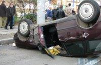 В Киеве таксист протаранил Subaru и перевернулся на крышу