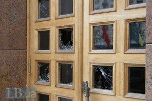 Митингующие просят всех посторонних уйти из Киевсовета