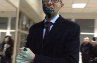Чоловік, який облив Яценюка зеленкою, мав судимості, - міліція