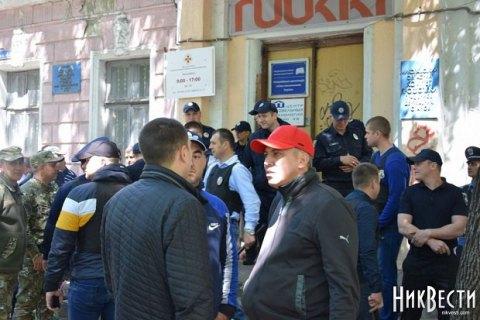 """В Николаеве второй день происходят столкновения националистов и """"афганцев"""""""