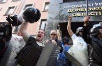В Донецке взяли штурмом здание облпрокуратуры