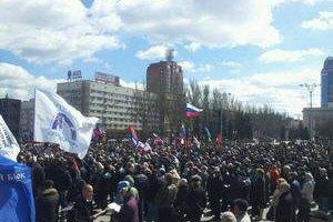 У Донецьку мітингує близько 700 проросійських активістів