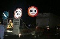В Киеве ВАЗ врезался в машину дорожной службы