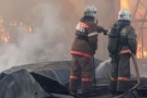 Взрывы на складе пиротехники в Донецке продолжаются