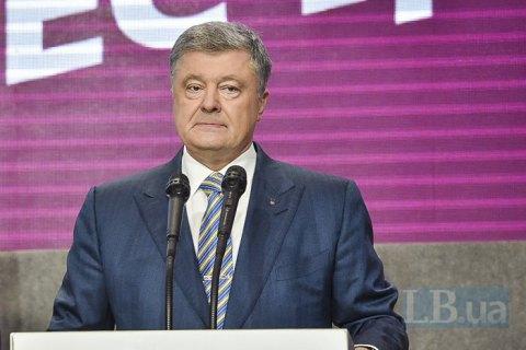 Суддя київського адмінсуду подав позов на Порошенка
