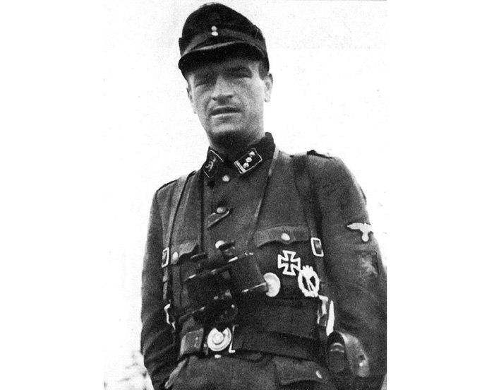 Поручник дивізії ваффен-СС «Галичина» Володимир Козак. У петлиці замість звичних есесівських рун міститься зображення «левика».