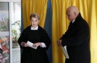 Тимошенко с мужем проголосовала в Днепропетровске