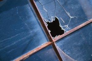Милиция составила протокол на замгубернатора Львовщины за разбитое окно