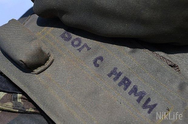 Надпись на бронежилете одного из военнослужащих в зоне АТО