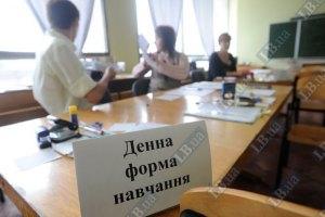 Азаров выделил 17 миллиардов на обучение студентов