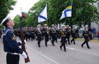 Российские и украинские моряки празднуют победу вместе