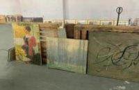 Київські митники затримали вантажівку з 98 картинами з Франції
