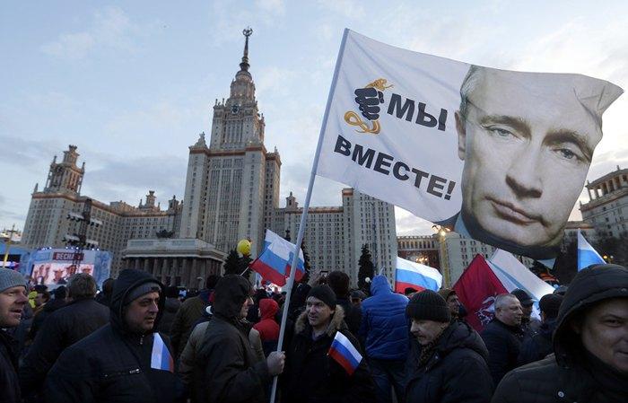 Митинг посвященный трехлетию аннексии Крыма Россией перед зданием МГУ в Москве, 18 марта 2017.
