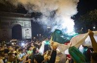Во Франции после столкновений с полицией задержали более 200 футбольных фанов