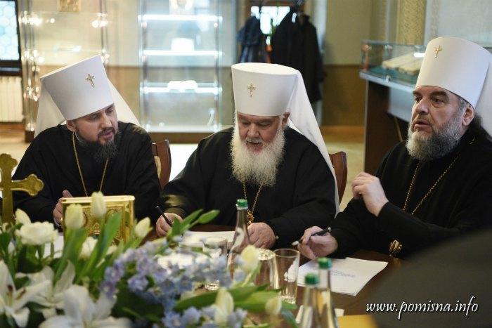 Слева направо: митрополиты Епифаний, Макарий, Симеон
