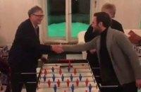 Хуан Мата сыграл в настольный футбол с Биллом Гейтсом в Давосе