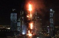 В Дубае загорелся строящийся небоскреб
