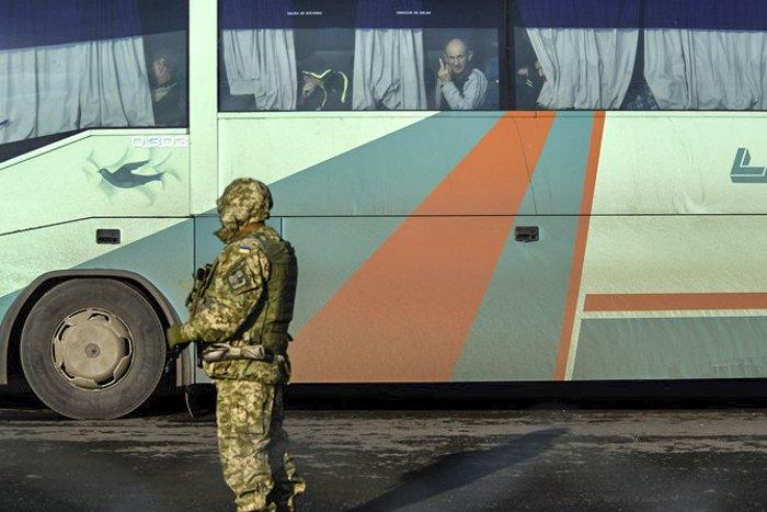 Во время обмена удерживаемыми лицами недалеко от города Горловки, 27 декабря 2017 г.