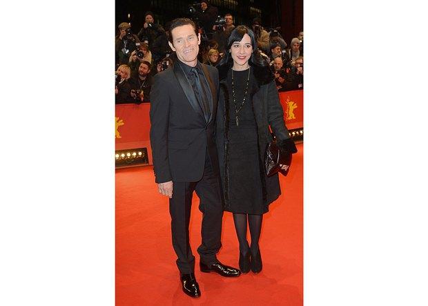 Уиллем Дефо с женой