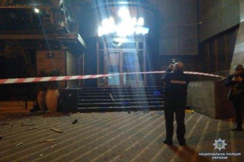 """Уночі невідомі вистрілили в будівлю """"Київміськбуду"""" з гранатомета (оновлено)"""