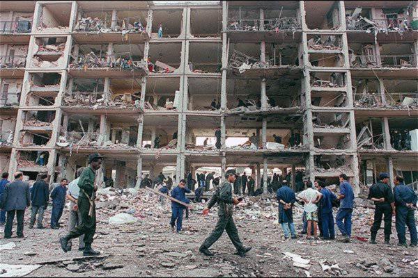 Последствия теракта в городе Руиба во время гражданской войны в Алжире, 1995 год.