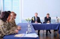Президент Эстонии встретилась с украинскими женщинами-военнослужащими