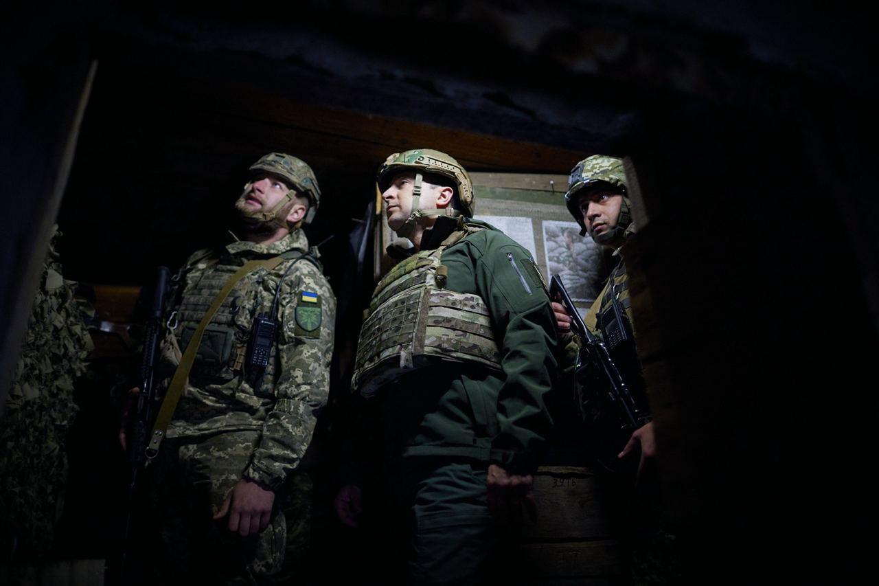 Владимир Зеленский во время визита на Донбасс