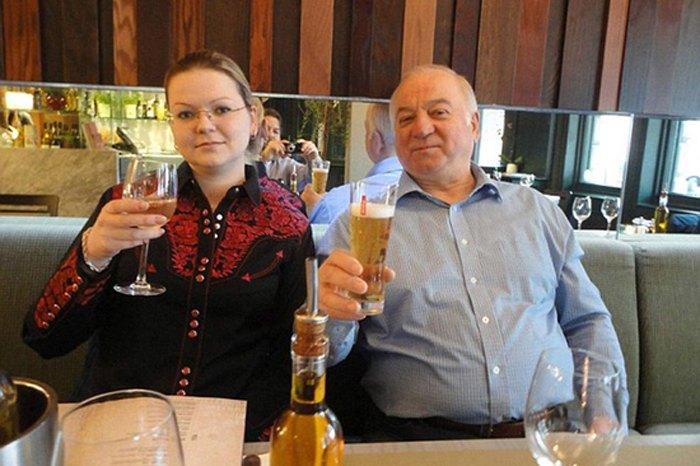 Бывший сотрудник ГРУ Скрипаль и его дочь Юлия за несколько часов до отравления.