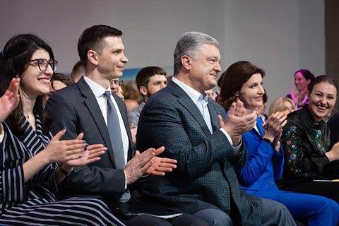 """Депутати """"Народного фронту"""" і БПП, співачка, блогери і військові: кого Порошенко бере на вибори"""