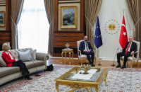 "Ассоциации по защите прав женщин собирают подписи за отставку президента Евросовета из-за ""Софагейта"""