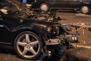 Мажорный Bentley сбил человека и повредил 8 машин
