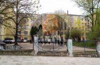 Из-за взрыва возле львовской больницы погиб человек