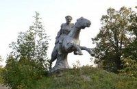 """В Волновахе снесли памятник Чапаеву, """"переодетый"""" в козака"""