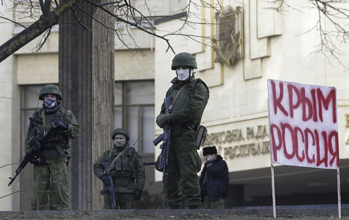 'Зеленые человечки' у здания парламента Крыма