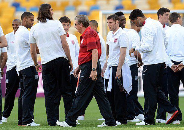 Збірна Англії з тренером Роєм Ходжсоном під час тренування