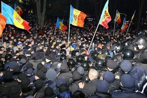 При штурме парламента Молдовы пострадали 15 человек