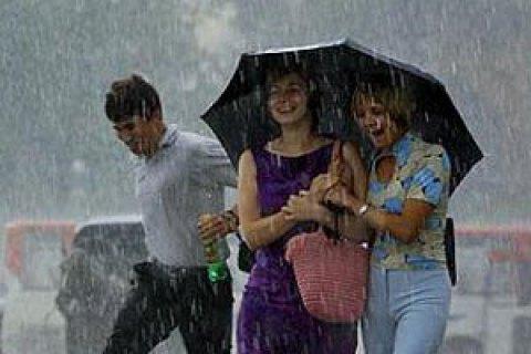 У понеділок у Києві короткочасний дощ, місцями грози