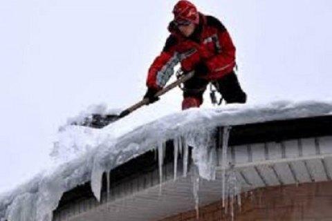 У Харкові загинув промисловий альпініст, який прибирав сніг з даху