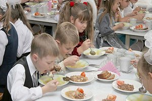 КГГА увеличила стоимость школьных завтраков на 4 гривны