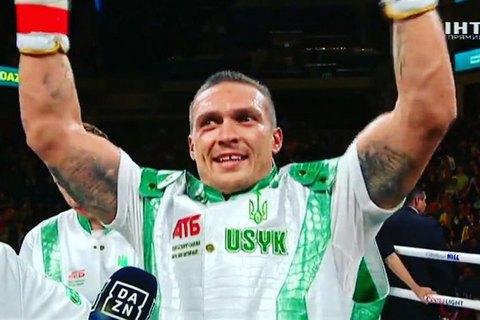 Усик виграв дебютний бій у суперважкій вазі
