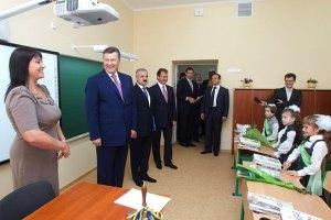 Янукович пообещал учителям увеличение зарплат