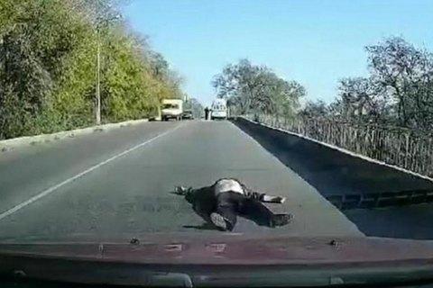 На Дніпропетровщині зі швидкої допомоги під час руху випав пацієнт